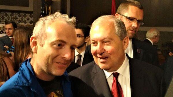 Известный блогер Александр Лапшин и президент Армении Армен Саркисян - Sputnik Армения