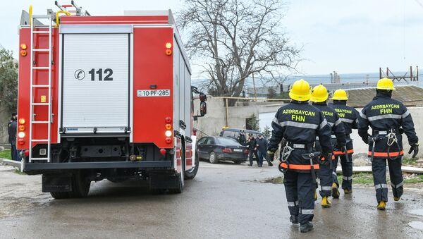 Сотрудники пожарной службы в Баку. Архивное фото - Sputnik Արմենիա