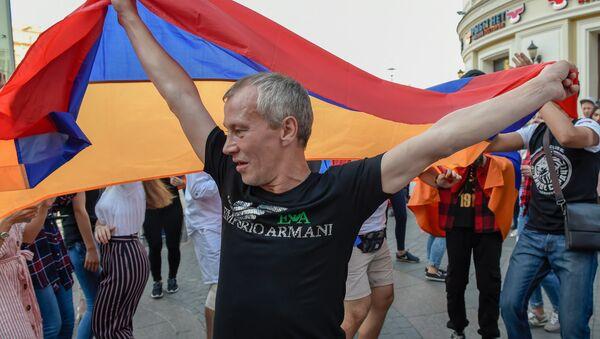 Армянский патриотический вечер на Никольской улице (2 июля 2018). Москвa - Sputnik Армения