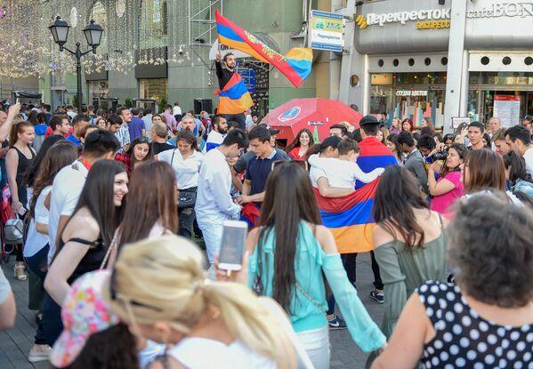 Հայկական երգ ու պար Մոսկվայի Նիկոլսկայա փողոցում - Sputnik Արմենիա