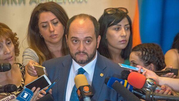 Министр образования и науки Армении Араик Арутюнян на встрече с журналистами (4 июля 2018). Еревaн - Sputnik Արմենիա