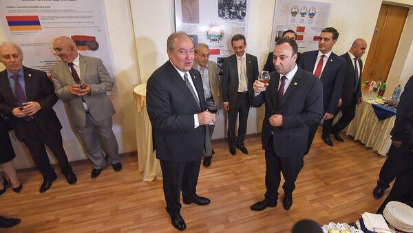 Президент Армении Армен Саркисян поздравил сотрудников конституционного суда с Днем Конституции (5 июля 2018). Еревaн - Sputnik Արմենիա