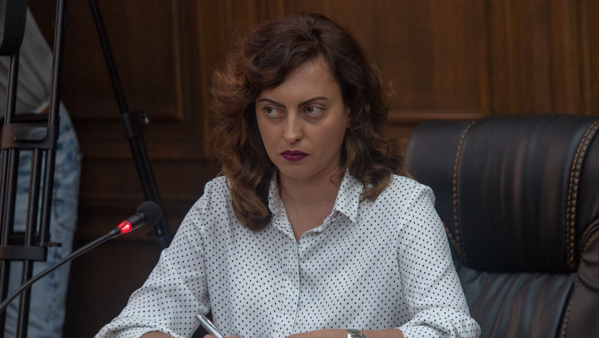 Лена Назарян во время обсуждения по избирательному кодексу в Парламенте (5 июля 2018). Еревaн - Sputnik Արմենիա, 1920, 01.07.2021