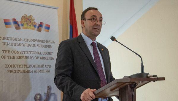 Председатель конституционного суда Грайр Товмасян в конституционном суде (5 июля 2018). Еревaн - Sputnik Армения