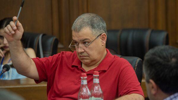 Давид Арутюнян во время обсуждения по избирательному кодексу в Парламенте (5 июля 2018). Еревaн - Sputnik Արմենիա