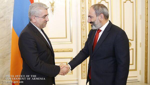 Премьер-министр Армении Никол Пашинян принял министра энергетики Ирана Резу Ардаканиана - Sputnik Արմենիա