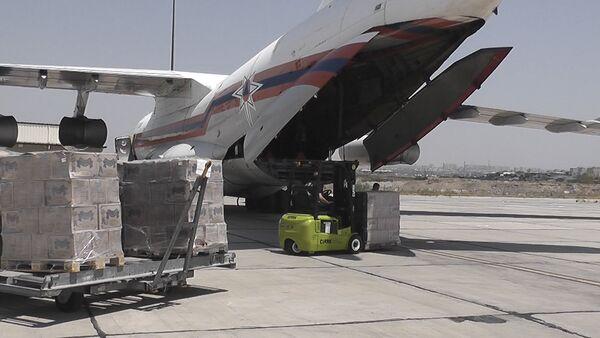 Российский военно-транспортный самолет Ил-76 доставил в Сирию гуманитарную помощь - Sputnik Армения
