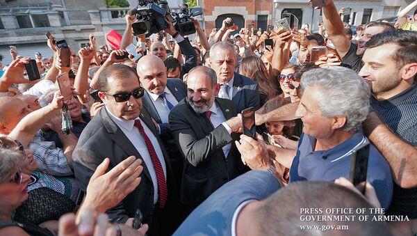 Премьер-министр Армении Никол Пашинян встретился с представителями армянской диаспоры Бельгии (12 июля 2018). Брюссель - Sputnik Армения