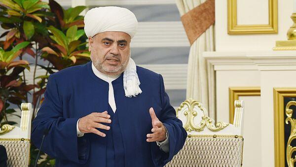 Председатель Управления мусульман Кавказа шейх уль-ислам Аллахшукюр Пашазаде устроил ифтар по случаю священного месяца Рамаза (6 июня 2018). Бакy - Sputnik Армения
