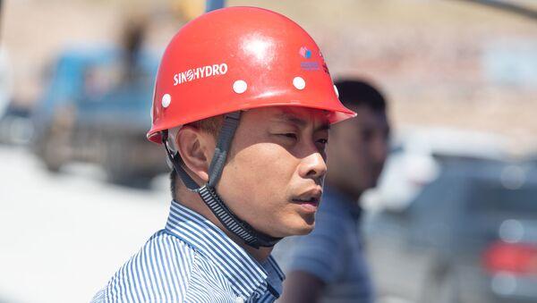 Сотрудник компании Sinohydro на презентации строительных работ автотрассы Север-Юг (18 июля 2018). Арагацотн - Sputnik Արմենիա