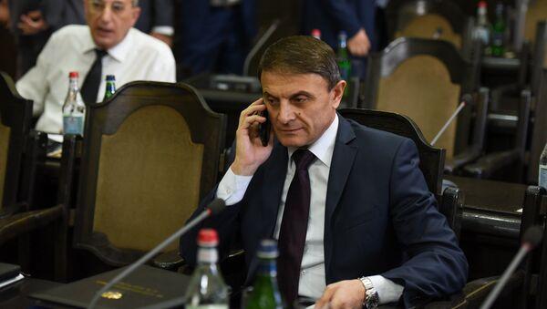 Начальник Полиции Валерий Осипян перед заседанием правительства (19 июля 2018). Еревaн - Sputnik Արմենիա