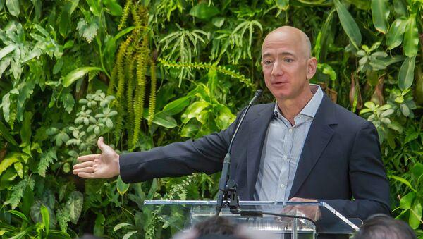 Главный исполнительный директор Amazon Джефф Безос на торжественном открытии Amazon Spheres (29 января 2018). Сиэтл, штат Вашингтон, СШA - Sputnik Արմենիա