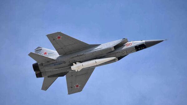 Многоцелевой истребитель МиГ-31 с гиперзвуковой ракетой Кинжал - Sputnik Армения