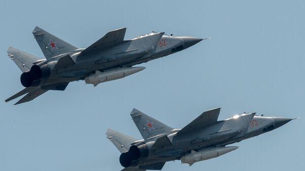 Многоцелевые истребители МиГ-31 с гиперзвуковыми ракетами Кинжал - Sputnik Армения