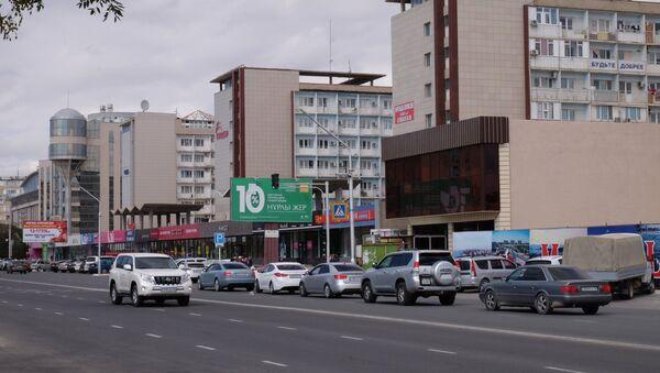 Автомобильное движение на центральной улице в Актау. - Sputnik Армения