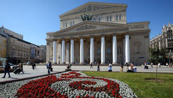 Цветник на площади у Большого театра в Москве. - Sputnik Արմենիա