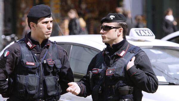 Полиция на одной из улиц Милана. - Sputnik Армения