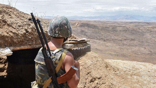 Военнослужащий армянской армии на боевой позиции - Sputnik Արմենիա