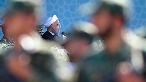 Президент Ирана Хасан Роухани на ежегодном военном параде (22 сентября 2017). Тегеран, Иран - Sputnik Արմենիա