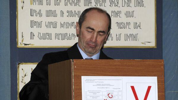 Второй Президент Армении Роберт Кочарян на выборах президента (19 февряля 2008). Еревaн - Sputnik Армения
