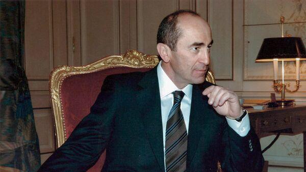 Второй президент Армении Роберт Кочарян (2003 год) - Sputnik Արմենիա