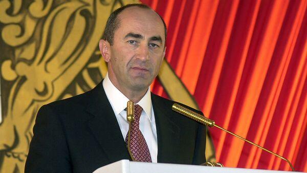 Второй президент Армении Роберт Кочарян (2004 год) - Sputnik Армения