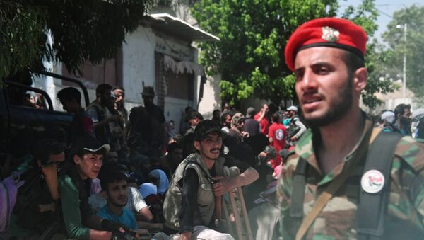 Вывоз боевиков и членов их семей из пригорода Дамаска в Идлиб. - Sputnik Армения