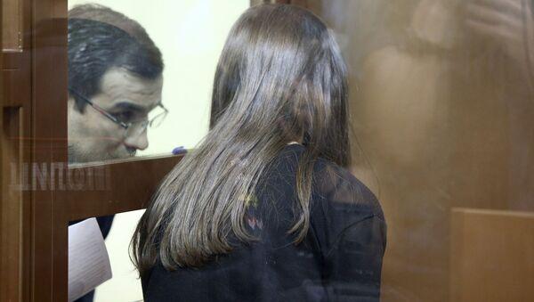 Рассмотрение в Останкинском суде ходатайства следствия об аресте сестер Хачатурян, обвиняемых в убийстве отца (2 августа 2018). Москвa - Sputnik Армения