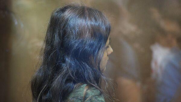 Кристина Хачатурян, обвиняемая в убийстве своего отца, Михаила Хачатуряна, в зале Останкинского суда во время избрания меры пресечения (2 августа 2018). Москвa - Sputnik Արմենիա