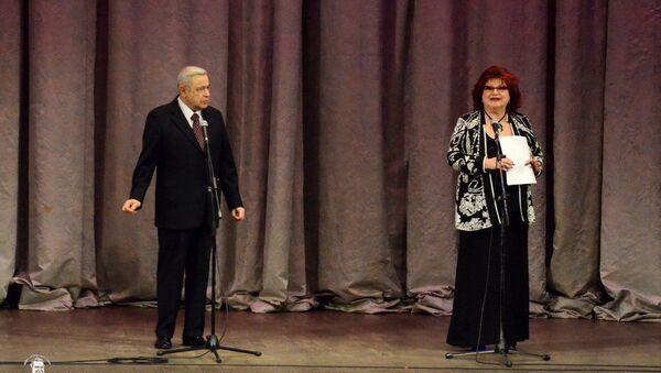 Вечер юмора Евгения Петросяна и Елены Степаненко (5 апреля 2015). Москвa - Sputnik Армения