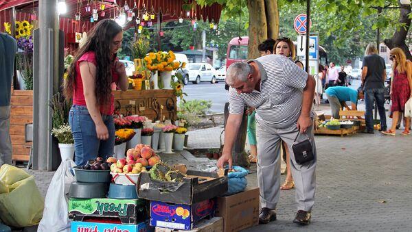 Уличная торговля в центре Еревана - Sputnik Армения