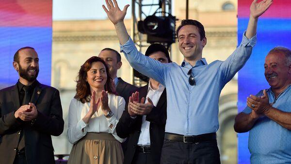 Митинг к стодневке Никола Пашиняна на посту премьер-министра Армении (17 августа 2018). Еревaн - Sputnik Армения