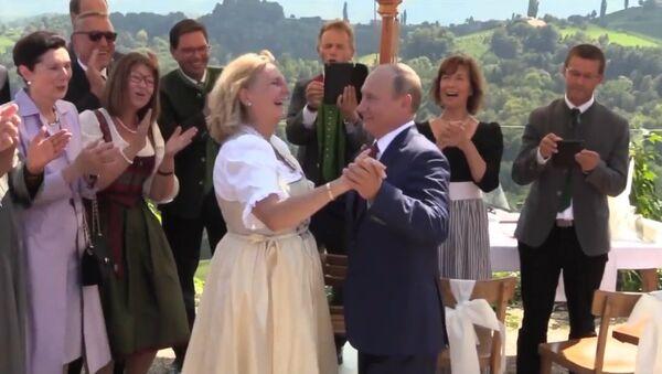 Путин на свадьбе главы МИД Австрии Кнайсль - Sputnik Армения