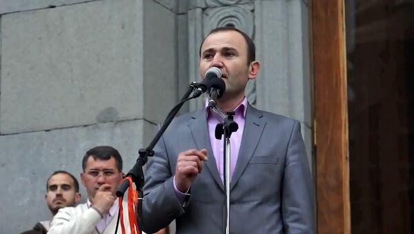 Мануел Гаспарян на митинге в поддержку Раффи Ованисяна (12 апреля 2013). Еревaн - Sputnik Армения