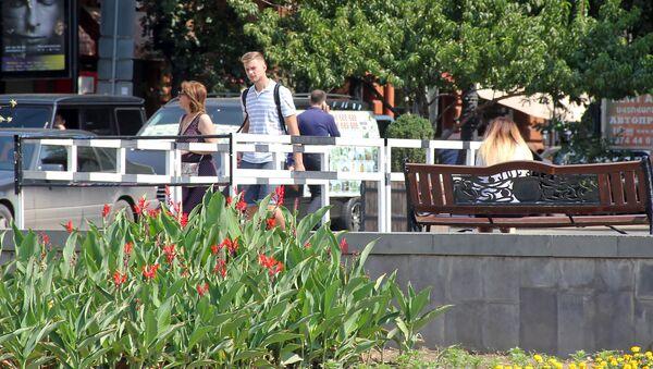 Туристы на площади Республики - Sputnik Արմենիա