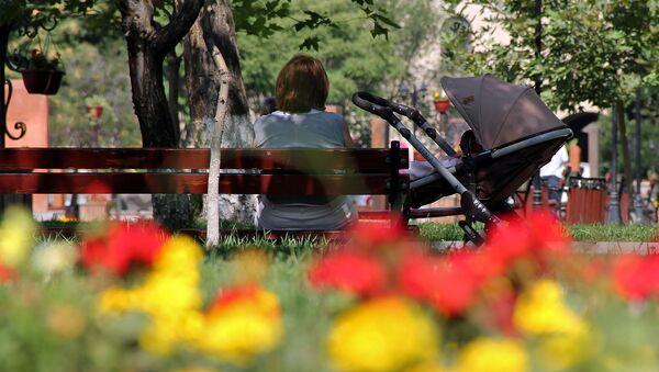 В парке, на скамье - Sputnik Արմենիա
