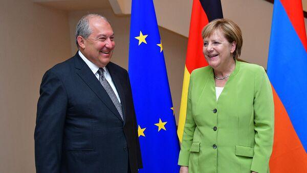Встреча Президента Армении Армена Саркисяна и канцлера Германии Ангелы Меркель (24 августа 2018). Еревaн - Sputnik Արմենիա