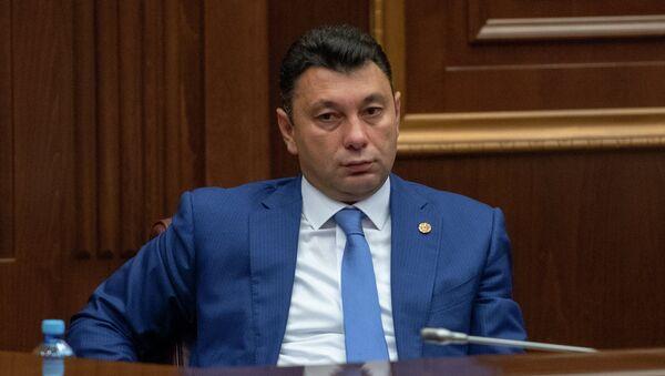 Вице-спикер Парламента Армении Эдуард Шармазанов на внеочередном заседании НС (28 августа 2018). Еревaн - Sputnik Армения