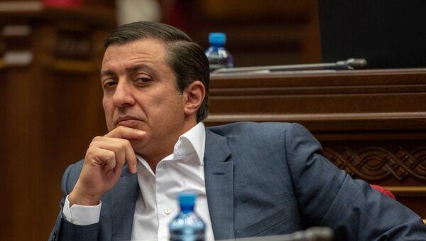 Депутат от фракции РПА Мигран Погосян на внеочередном заседании НС (28 августа 2018). Еревaн - Sputnik Армения