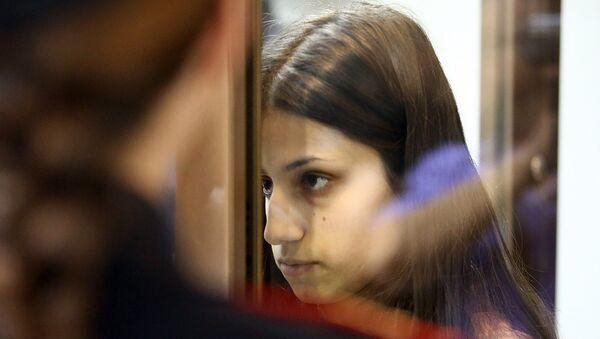 Рассмотрение в Мосгорсуде жалобы на арест сестер Марии, Крестины и Ангелины Хачатурян, обвиняемых в убийстве отца (20 августа 2018). Москвa - Sputnik Արմենիա