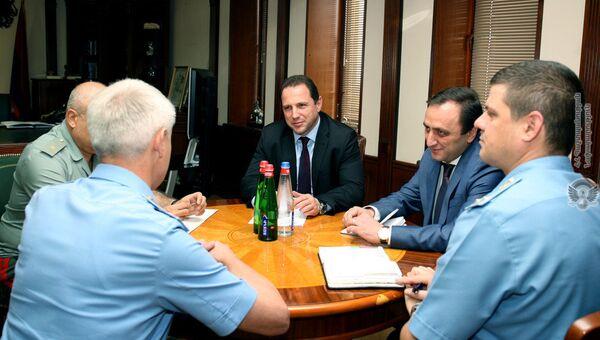 Министр обороны Армении встретился с новым главой Погрануправления ФСБ РФ в стране - Sputnik Армения