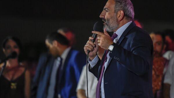 Никол Пашинян на предвыборном митинге Айка Марутяна (11 сентября 2018). Еревaн - Sputnik Армения