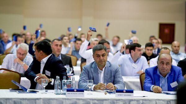 Глава Службы нацбезопасности Армении Артур Ванецян на внеочередном собрании Федерации футбола Армении (ФФА) - Sputnik Արմենիա