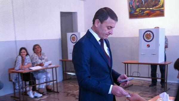Начальник полиции Валерий Осипян на выборах совета старейшин Еревана (23 сентября 2018). Еревaн - Sputnik Արմենիա
