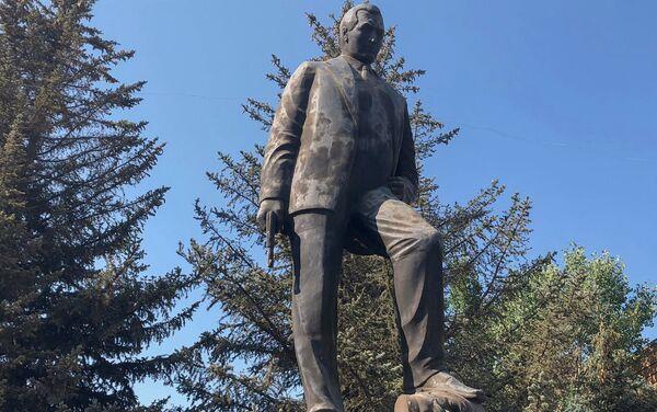 Памятник Согомону Тейлеряну в Маралике - Sputnik Армения
