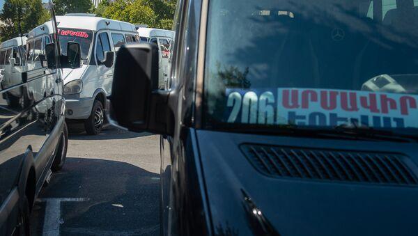 Акция протеста водителей маршрута Ереван - Армавир у Дома правительства (25 сентября 2018). Еревaн - Sputnik Армения