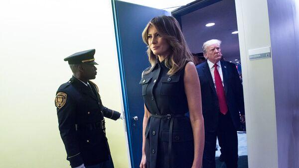 Президент и первая леди США Дональд и Мелания Трамп покидают зал Генеральной Ассамблеи ООН после того, как президент выступил на ежегодных общих прениях (25 сентября 2018). Нью-Йорк - Sputnik Արմենիա