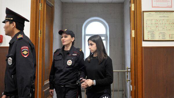 Задержанная по обвинению в убийстве отца 18-летняя Ангелина Хачатурян во время рассмотрения в Басманном суде ходатайства следствия об изменении меры пресечения (27 сентября 2018). Москва - Sputnik Արմենիա