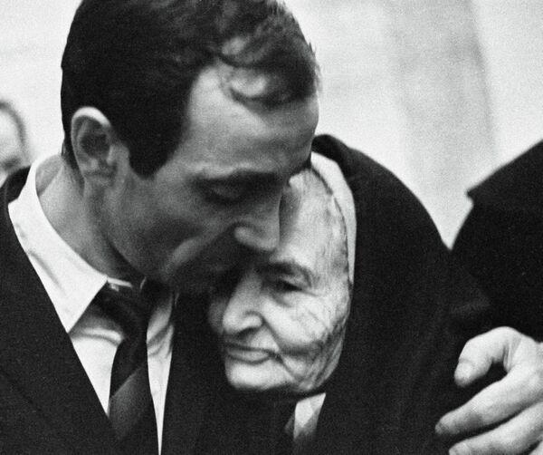 Երգիչ և կոմպոզիտոր Շառլ Ազնավուրը և իր Հայկանուշ տատիկը - Sputnik Արմենիա