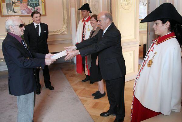 Շվեյցարիայում ՀՀ նորանշանակ դեսպան Ազնավուրը հավատարմագրերն է հանձնում դաշնային նախագահ Հանս-Ռուդոլֆ Մերցին. 30 հունիսի 2009 թ., Բեռն - Sputnik Արմենիա